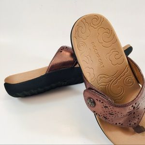Shoes - Rockport Faux Leather Copper 8.5 Thongs